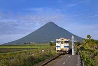 JR九州指宿枕崎線と開聞岳