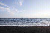 伊豆大島の砂の浜 10798000617| 写真素材・ストックフォト・画像・イラスト素材|アマナイメージズ