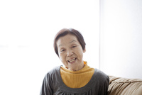 シニア女性のポートレート 10798000810| 写真素材・ストックフォト・画像・イラスト素材|アマナイメージズ