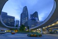 新宿駅前の夕景