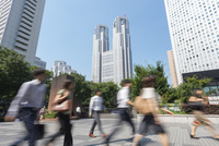 新宿の通勤風景 10813000132| 写真素材・ストックフォト・画像・イラスト素材|アマナイメージズ