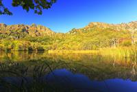 秋・快晴の戸隠連峰と鏡池