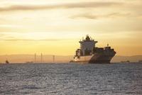 横浜港の朝 10826000122| 写真素材・ストックフォト・画像・イラスト素材|アマナイメージズ