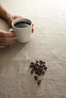 コーヒーカップとコーヒー豆イメージ