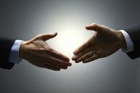 握手をしようとする手