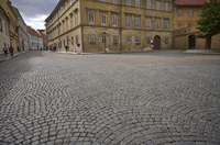 プラハ旧市街の石畳の道 10826000638  写真素材・ストックフォト・画像・イラスト素材 アマナイメージズ
