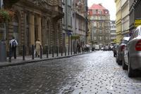 プラハ旧市街の石畳の道 10826000649  写真素材・ストックフォト・画像・イラスト素材 アマナイメージズ