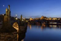 プラハ城とカレル橋 夜景