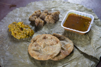 寺院でもてなされる無料の食事 10866000072| 写真素材・ストックフォト・画像・イラスト素材|アマナイメージズ