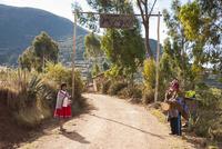 ウルバンバ谷の村の先住民ケチュア族