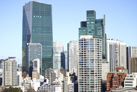 麻布十番からの六本木グランドタワー方面 10884000013| 写真素材・ストックフォト・画像・イラスト素材|アマナイメージズ
