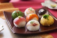 手毬寿司 10909000468| 写真素材・ストックフォト・画像・イラスト素材|アマナイメージズ