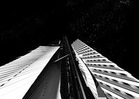 夜景 モノトーン調の未来都市 10913000009| 写真素材・ストックフォト・画像・イラスト素材|アマナイメージズ