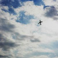 空と雲と飛行機 11000009003| 写真素材・ストックフォト・画像・イラスト素材|アマナイメージズ