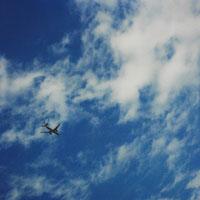 青空と飛行機 11000009004| 写真素材・ストックフォト・画像・イラスト素材|アマナイメージズ