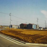 郊外の空き地 11000009037| 写真素材・ストックフォト・画像・イラスト素材|アマナイメージズ