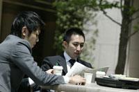 カフェの男性 11000010466| 写真素材・ストックフォト・画像・イラスト素材|アマナイメージズ