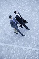 歩く男性 11000010483| 写真素材・ストックフォト・画像・イラスト素材|アマナイメージズ