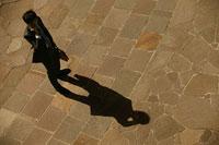 電話をする男性 11000010595| 写真素材・ストックフォト・画像・イラスト素材|アマナイメージズ