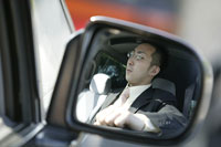 車に乗る男性 11000010597| 写真素材・ストックフォト・画像・イラスト素材|アマナイメージズ