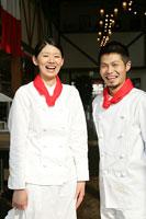 レストランで働く人たち 11000013565| 写真素材・ストックフォト・画像・イラスト素材|アマナイメージズ