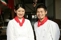 レストランで働く人たち 11000013566| 写真素材・ストックフォト・画像・イラスト素材|アマナイメージズ