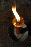 ろうそくの炎 11000016420| 写真素材・ストックフォト・画像・イラスト素材|アマナイメージズ