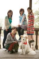 犬と女性グループ