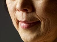高齢の女性の口