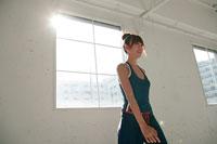 トレーニングする女性 11000017728| 写真素材・ストックフォト・画像・イラスト素材|アマナイメージズ