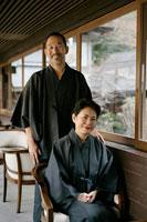 浴衣を着た夫婦