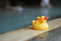温泉に入る女性 11000018353| 写真素材・ストックフォト・画像・イラスト素材|アマナイメージズ
