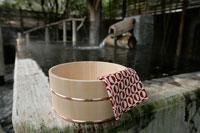 温泉と桶 11000018510| 写真素材・ストックフォト・画像・イラスト素材|アマナイメージズ
