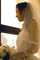 夕暮れの新婦 11000019916  写真素材・ストックフォト・画像・イラスト素材 アマナイメージズ