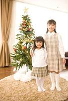 クリスマスツリーと姉妹