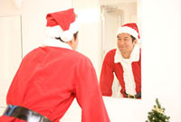 サンタクロースのコスプレをした男性