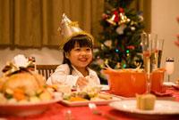 クリスマス料理と女の子