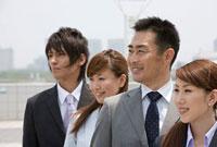 4人のビジネスパーソン 11000043026  写真素材・ストックフォト・画像・イラスト素材 アマナイメージズ
