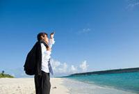 海とビジネスパーソン 11000043137| 写真素材・ストックフォト・画像・イラスト素材|アマナイメージズ