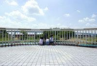 橋の上の三人