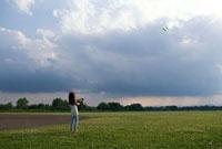 凧揚げ少女