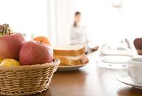 朝の食卓 11000043798| 写真素材・ストックフォト・画像・イラスト素材|アマナイメージズ