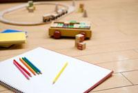 リビングの色鉛筆と玩具
