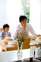 キッチンの花瓶と親子