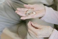 老夫婦と補聴器