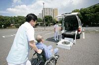 福祉車両とヘルパー