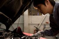 働く自動車整備士