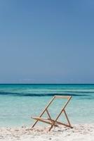 Deckchair with canvas cover missing 11001053099| 写真素材・ストックフォト・画像・イラスト素材|アマナイメージズ