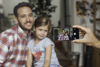 Photographing father and daughter with smartphone