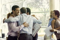 Business associates celebrating team success 11001063653| 写真素材・ストックフォト・画像・イラスト素材|アマナイメージズ